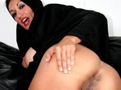 Une femme arabe affamée de sexe